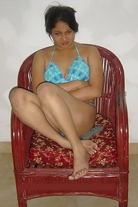 Horny Indian Housewife Love To Get Naked