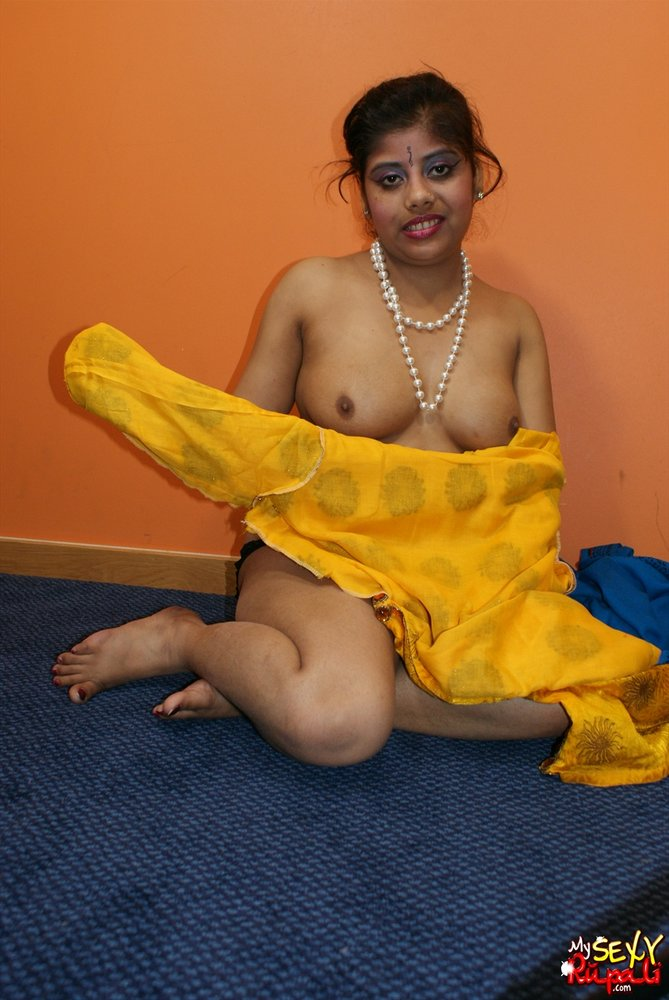 Indian milf bhabhi reenu missionary sex 9
