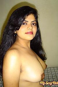 neha nair in western tight jeans and black bra in bedroom