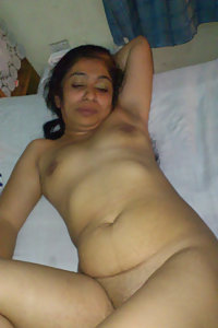 Hot Indian Urmila Bhabhi Blowjob Pics Leaked