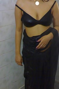 Indian Housewife Hina Sexy Black Saree Pics