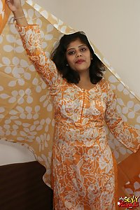 Rupali Juicy Indian Babe Erotic Outfits