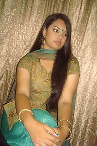 Sexy juicy indian girl giving sexy poses before she gets naked