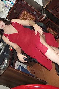 Indian Bhabhi Sonia Red Dress Nude Show