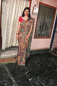 Shy Indian Sarita Bhabhi Nude Pics Leaked