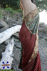 Hot Indian wife saree naked
