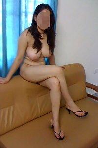 Hot Indian Babe Zara Showing Her Big Ass