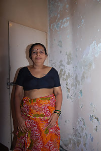 Indian Mature Aunty Yashoda Nude Pics