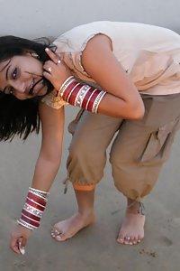 Young Mian Biwi Ki Suhaag Raat Chudai Images