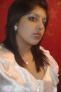 Hot indian college girl Kavita showing off