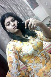 Hot Karachi Babe Nude Selfies For Boyfriend