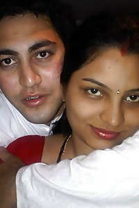 Indian Sexy Couple Leaked Honeymoon Pics