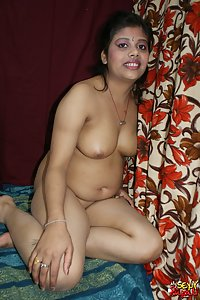 Busty Indian Bhabhi Rupali Sexy Night Suit Pics