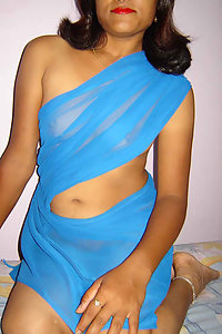 Indian Bhabhi Parveen Transperant Blue Saree