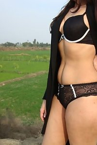 Indian Babe Shamsa Exposed Nude In Farm