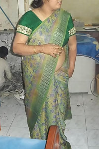 Mature Indian Aunty Posing Nude Kitchen