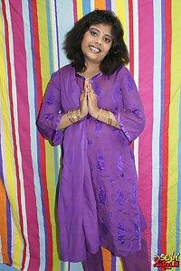 Delicious Big Booty Rupali Bhabhi Exposing Herself